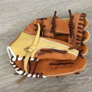 Easton youth baseball mitt